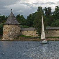 У стен древнего города. :: Виктор Перякин