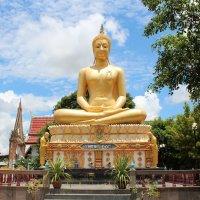 Северо-восточный Таиланд, статуя Будды в монастыре :: Владимир Шибинский