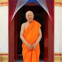 Северо-восточный Таиланд, настоятель монастыря :: Владимир Шибинский