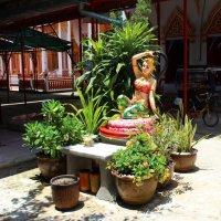 Северо-восточный Таиланд, в монастыре :: Владимир Шибинский
