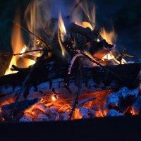 Огонь — это нечто глубоко личное и универсальное. :: Тимофей Романенко