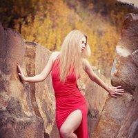 Red in rocks :: Олександр Волжский