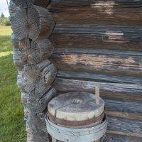 Старинные деревянные жернова :: Валерий Смирнов