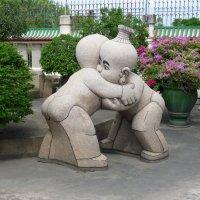 Дозеркалье. Снято мыльницей. Скульптура во дворе китайского храма :: Владимир Шибинский