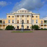 Вид на Павловский дворец :: Константин Жирнов