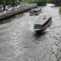 Бангкок, канал и катера :: Владимир Шибинский