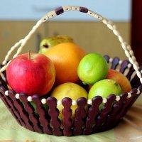 Корзинка с фруктами :: Андрей Козов