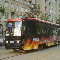 Красиво раскрашенный трамвайчик - Улица Авиационная (16.07.2007) :: Владимир Варивода