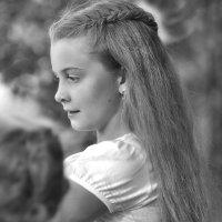 Прислушайтесь: в поисках нужного тона сверчки-скрипачи зазвенели смычками :: Ирина Данилова
