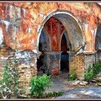 Руины речного вокзала :: Андрей Козов