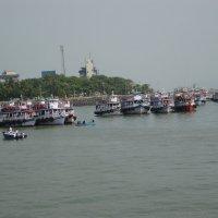 Лодки в Бомбее :: kitab