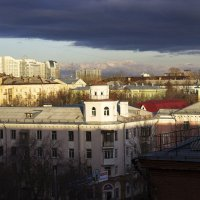 Под покровом облаков свет над тенью — спор веков :: Андрей Качин