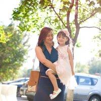 Девочка с мамой :: Алескандр Номани