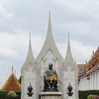 Бангкок, памятник королю :: Владимир Шибинский