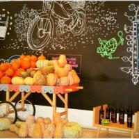 Вот такой веселенький магазин -кафе в Валенсии :: Lena Metliakova