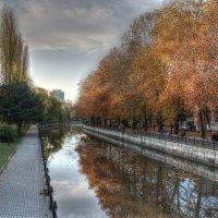 Осень в Симферополе :: Александр Чудесенко