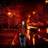 ночь дождь девушка-фотограф :: Анатолий Брусенцов