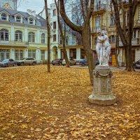 Осень в Пале-Рояле... :: Вахтанг Хантадзе