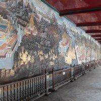 Бангкок, в комплексе королевского дворца. Историческое панно :: Владимир Шибинский
