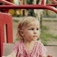 На детской площадке.. :: Oksana Zelencova