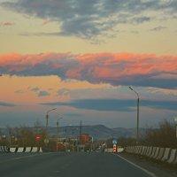 Дорога домой :: юрий Амосов
