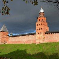 У древних стен Новгородского Кремля (этюд 1) :: Константин Жирнов