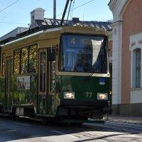 А Осень бесплатно каталась в трамвае... :: Ирина Данилова