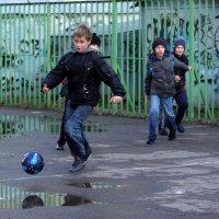Мальчишки и футбол... :: Галина Кучерина