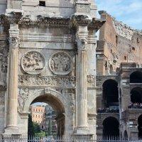 Половинка арки(вторая половина на реставрации) и кусочек колизея... :: ирина )))