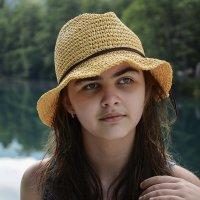 Девочка в шляпке :: Юрий Губков