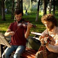 Скрипки плач, да звон гитары... :: Татьяна Копосова