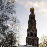 Колокольня и училище :: Сергей Мягченков