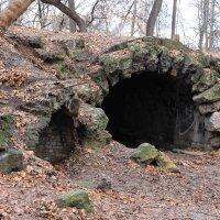 сквозная пещера на Воробьевых горах :: Дмитрий Сушкин