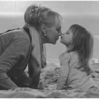 Бабушка и внучка :: Лиля Тикоцкая