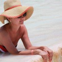 девушка в шляпе :: Мария Шумаева