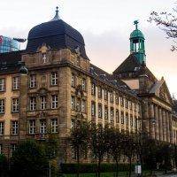 Дворец у набережной :: Witalij Loewin