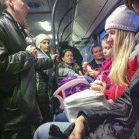 Жизнь в автобусе. :: Валерий Молоток