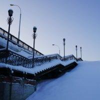 Лестница с моста :: Александр Шнайдер