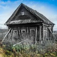 Очень старый дом... :: Валерий Смирнов