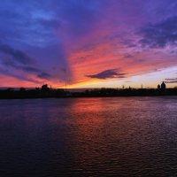 Вид на Неву с Малоохтинского проспекта :: Сергей Зыков