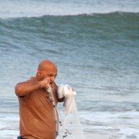 Рыбак не Шива, если рук не хватает - зубами пользуется... :: Владимир Хиль