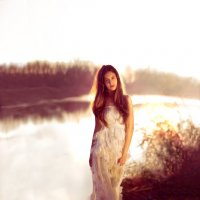 Женщина точно такая же сила природы, как ветер, молния, электричество.. :: Ольга Халанская