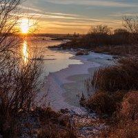 осенний закат на озере :: Виктор Ковчин