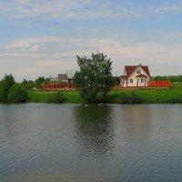 Домик на берегу. :: Victor Klyuchev