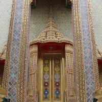 Бангкок. Дверь храма :: Владимир Шибинский