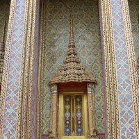 Бангкок. Окно храма :: Владимир Шибинский