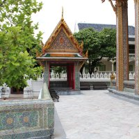 Бангкок. У храма :: Владимир Шибинский