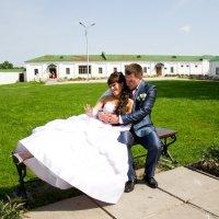 жених и невеста на скамеечке, Рязань :: Юлия Козлова