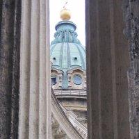 У колонн Казанского собора :: Маера Урусова