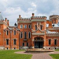 Фасад Замка принцессы Ольденбургской сохранился в более-менее приглядном виде :: Дарья Казбанова